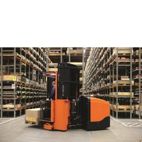 Узкопроходный штабелер BT Vector 1,25т, с рамным управлением и выдвижными вилочными захватами