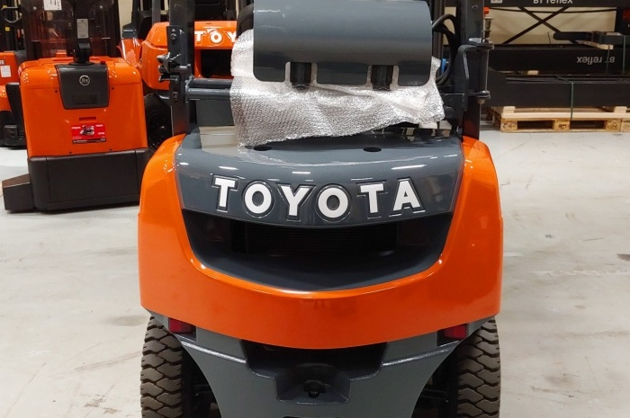 Автопогрузчик Toyota 02-8FGL20
