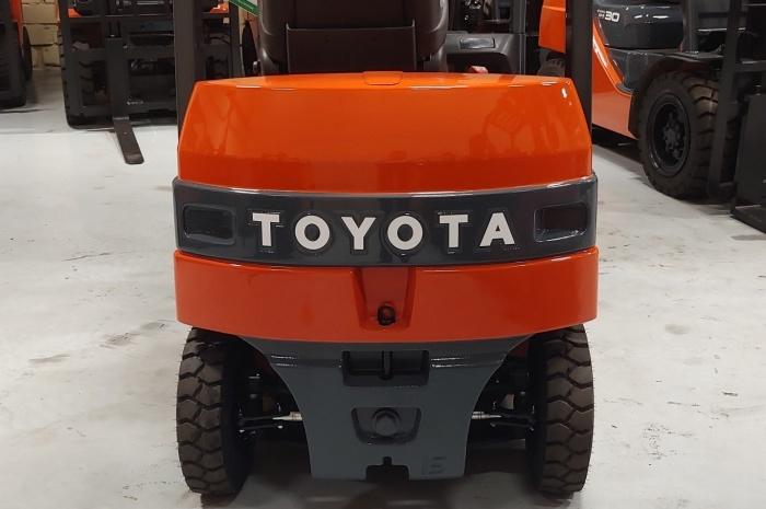 Электропогрузчик Toyota 7FB15